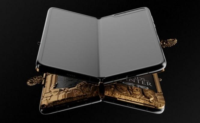Caviar ra mắt Galaxy Fold phiên bản Game of Thrones, dát vàng xung quanh, giá iên tới 8.180 USD ảnh 3