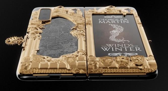 Caviar ra mắt Galaxy Fold phiên bản Game of Thrones, dát vàng xung quanh, giá iên tới 8.180 USD ảnh 7