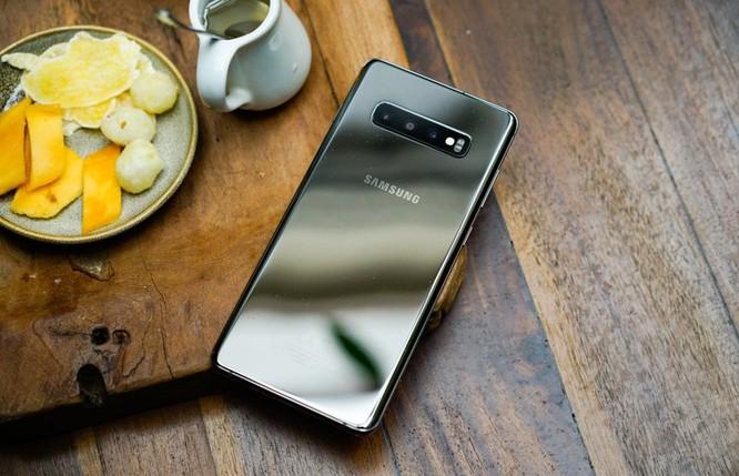 """Galaxy S10+ bản """"bá đạo"""" nhất được bán với giá cực bất ngờ ảnh 1"""