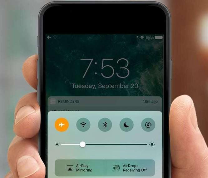 4 mẹo đơn giản để sạc nhanh iPhone ảnh 2