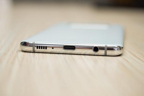 Galaxy S10 có thể là smartphone cao cấp cuối cùng của Samsung có cổng tai nghe 3,5mm. Ảnh: Phonearena.