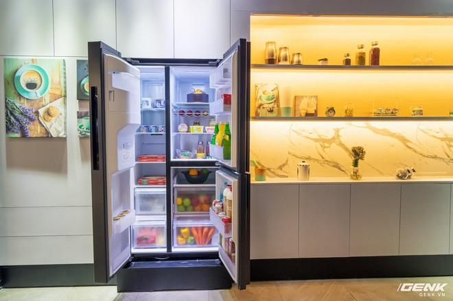 Làm sao để chứa được nhiều đồ nhưng kích thước bên ngoài phải vừa vặn với không gian căn bếp là điều mà nhiều người tìm kiếm khi đi mua tủ lạnh