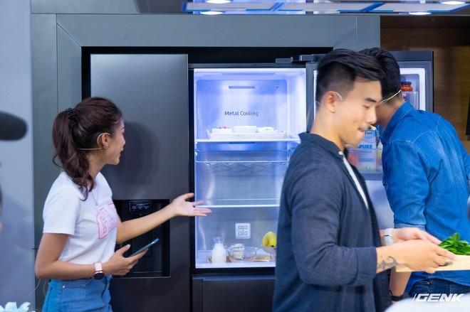 Các thao tác mở đóng tủ lạnh nhiều lần khiến thất thoát nhiệt và tốn điện để làm lạnh trở lại. Samsung đưa ra công nghệ Metal Cooling giúp làm lạnh sâu, bù đắp lượng nhiệt mất đi hứa hẹn là giải pháp lý tưởng cho vấn đề này, giúp tiết kiệm điện năng hoạt động