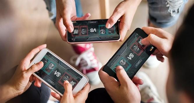 Tụ họp bạn bè và chơi game cùng nhau là điều phổ biến hiện nay. Ảnh: Digital Trends.