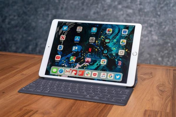 Trong tương lai, thay vì phải mang theo một chiếc laptop cồng kềnh, những người mà nhu cầu công việc chỉ ở mức đơn giản có thể sử dụng những chiếc iPad nhỏ gọn để thay thế.