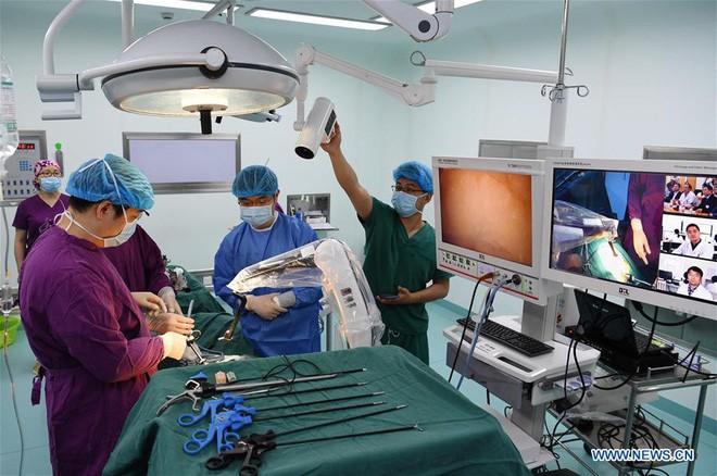 Trung Quốc: Mạng 5G giúp bác sĩ phẫu thuật được cho bệnh nhân cách xa 200 km