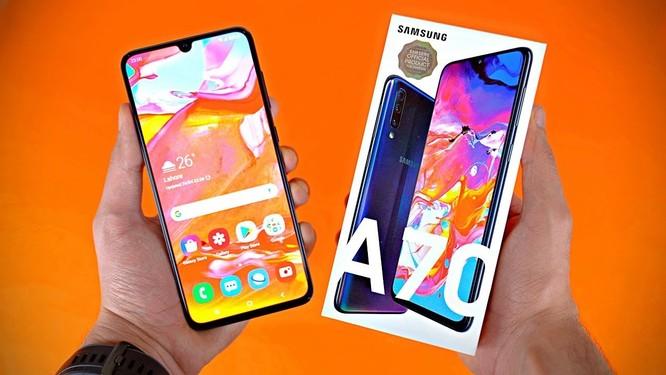 5 smartphone tầm trung có màn hình lớn nửa đầu 2019 ảnh 1