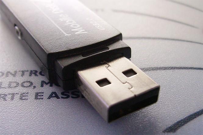 """""""Cha đẻ"""" của USB tiết lộ lý do vẫn sử dụng thiết kế này, dù biết chắc người dùng sẽ cắm nhầm ảnh 1"""