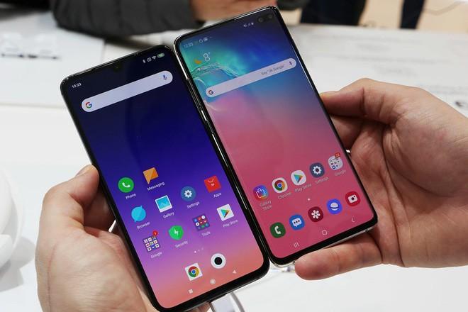 Samsung: Không bán đầu bảng giá hời, nhưng luôn tặng kèm rất nhiều quà.