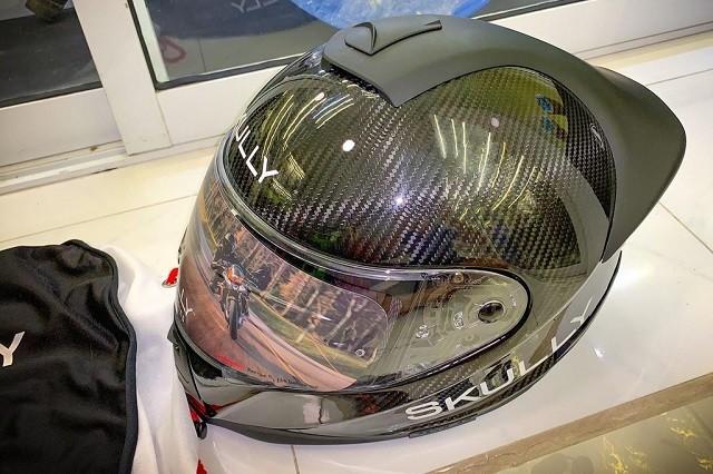 Mũ bảo hiểm siêu thông minh giá 50 triệu vừa về Việt Nam có gì đặc biết? ảnh 1