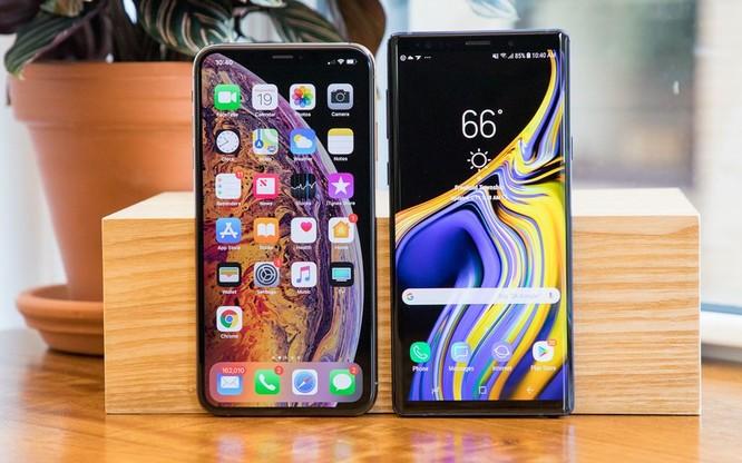 Người dùng điện thoại cao cấp có xu hướng giữ gìn thiết bị lâu hơn. Ảnh: CNET.