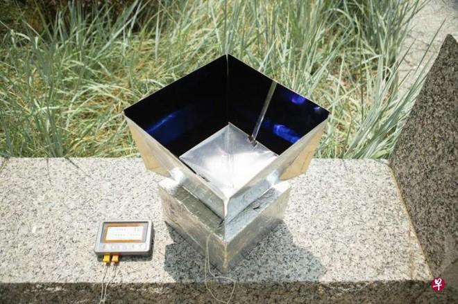 Hệ thống này bao gồm một màng nhôm được phủ bằng vật liệu polymer Polydimethylsiloxane giúp phản xạ ánh sáng mặt trời cũng như hấp thụ và tản nhiệt từ không khí. (Ảnh: University at Buffalo)