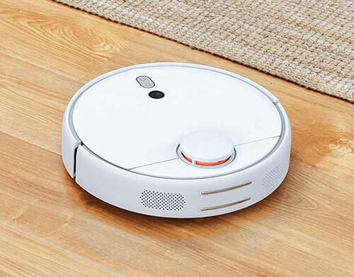 Robot hút bụi hoạt động tối ưu nhất trên mặt sàn gỗ, không nhiều đồ vật cản.