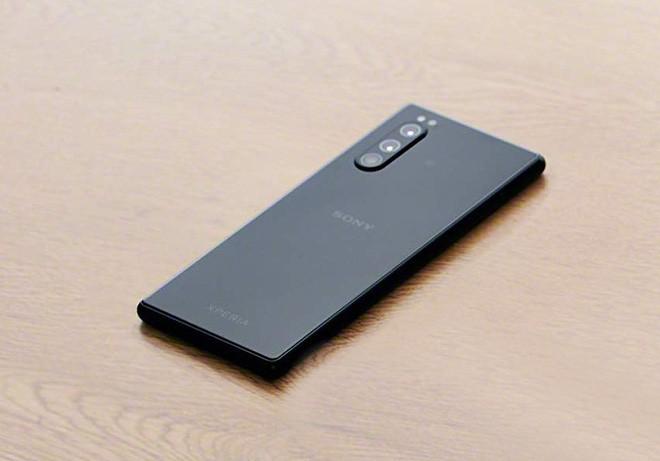 Sony Xperia 2 lộ ảnh thiết kế trước ngày ra mắt: Vẫn sang, đẹp và lạ! ảnh 3