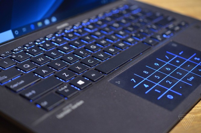 Asus ra mắt laptop nhẹ nhất thế giới, trọng lượng 880g ảnh 3