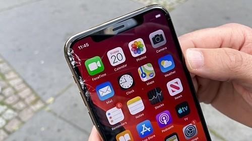 iPhone 11 Pro bị nứt màn ngay trong lần rơi đầu tiên. Ảnh: Toms Guide