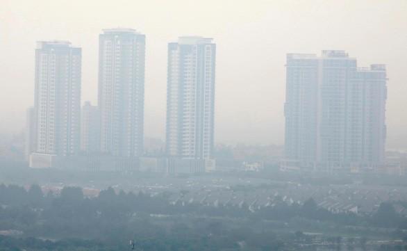 Bụi mù bao phủ Hà Nội trong bức ảnh chụp ngày 2-10 - Ảnh: REUTERS