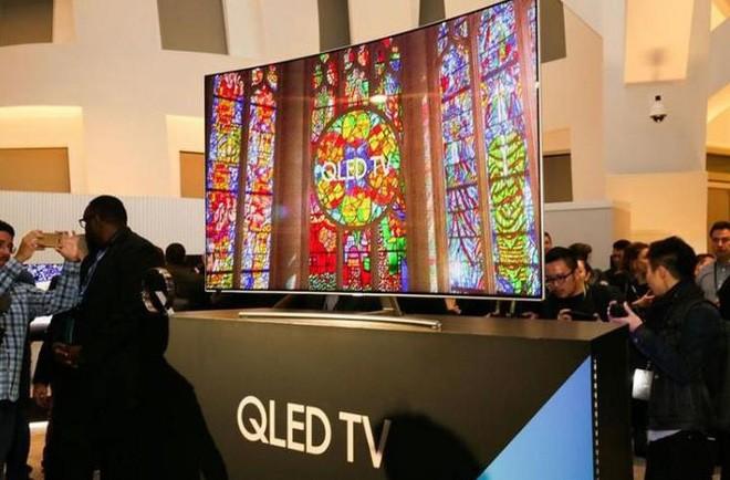 Samsung đang tiến gần hơn bao giờ hết tới công nghệ TV QD-OLED, hứa hẹn sẽ là đối trọng đáng gờm với TV OLED của LG - Ảnh 1.