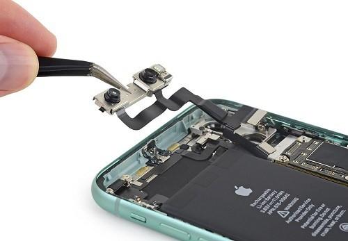Linh kiện thu nhỏ sẽ cho phép các nhà sản xuất smartphone tự do sử dụng khoảng không gian trống cho các thành phần quan trọng khác. Ảnh: iFixit.