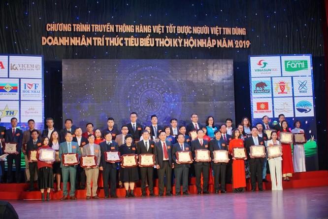 """100 doanh nghiệp được trao chứng nhận """"Hàng Việt tốt được người Việt tin dùng"""" ảnh 2"""
