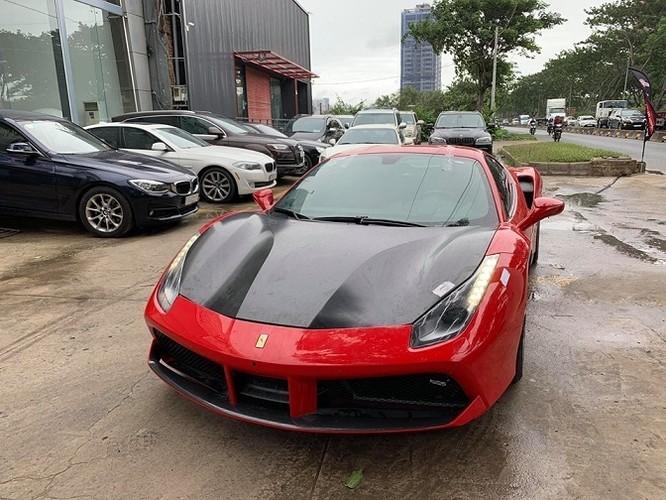 Ngựa đỏ Ferrari của Tuấn Hưng lăn bánh trở lại trên đường (Ảnh:Hai Dang Nguyen)