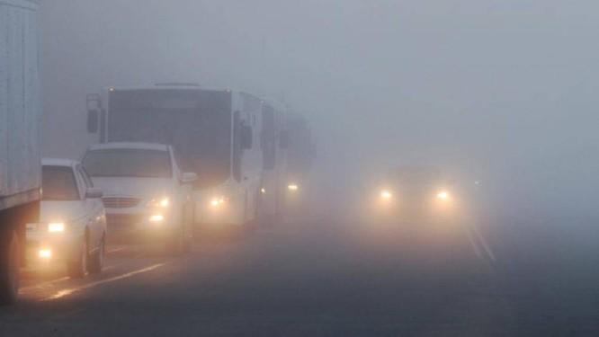 Lái xe gặp phải sương mù cần chú ý điều gì để đảm bảo an toàn? ảnh 1