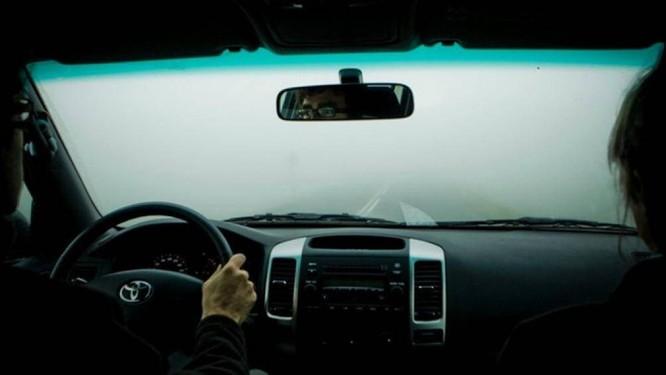Lái xe gặp phải sương mù cần chú ý điều gì để đảm bảo an toàn? ảnh 3