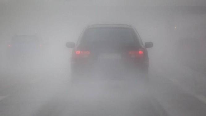 Lái xe gặp phải sương mù cần chú ý điều gì để đảm bảo an toàn? ảnh 8