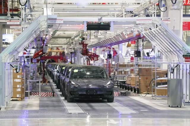 Nhà máy sản xuất xe của Tesla tại Thượng Hải bị yêu cầu ngừng hoạt động vì virus corona