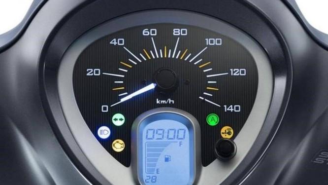 Thông thường, phải đợi đèn phun xăng điện tử tắt đi, sau khi mở khóa, xe mới nên khởi động