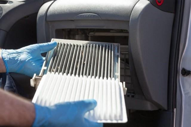 Thay hệ thống điều hòa và bộ lọc khí theo khuyến nghị của nhà sản xuất. Ảnh: Gohansel