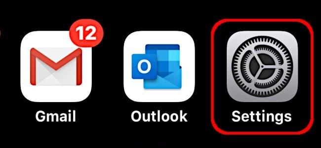 Mở ứng dụng Settings trên iPhone.