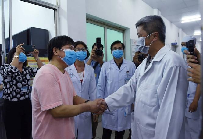 Bệnh nhân Li Ding: 'Cảm ơn Việt Nam - cảm ơn bác sĩ Việt Nam!' ảnh 2