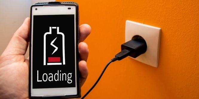 Vì sao điện thoại sạc pin chậm và cách khắc phục? ảnh 1
