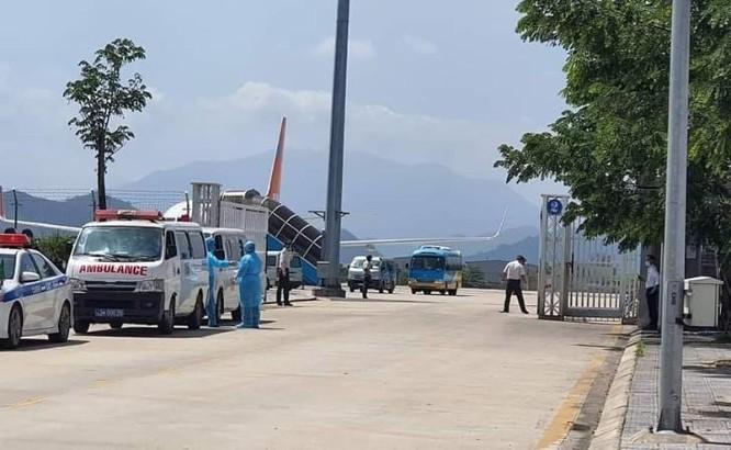 20 người khách Hàn Quốc trên đường đi đến nơi cách ly.