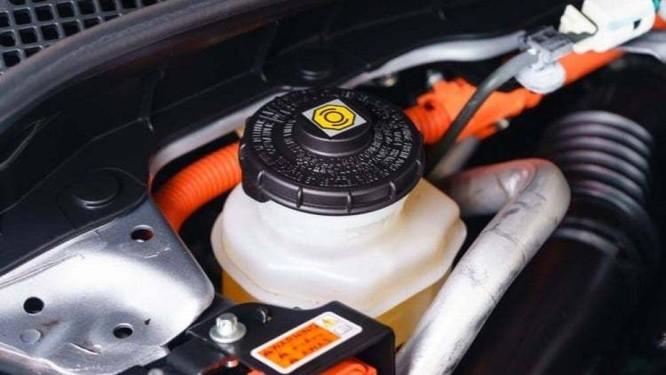 Để dầu phanh lâu ngày không thay sẽ khiến dầu phanh nhanh sôi, gây hại cho xe