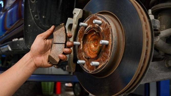 Các chi tiết bộ phận trên xe bạn sẽ bị ăn mòn và trở nên nhanh hỏng hơn nếu dầu phanh dùng lâu ngày mà không được thay mới