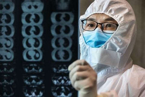 Bác sĩ từng đoạt giải quốc gia của Trung Quốc qua đời vì virus corona ảnh 1