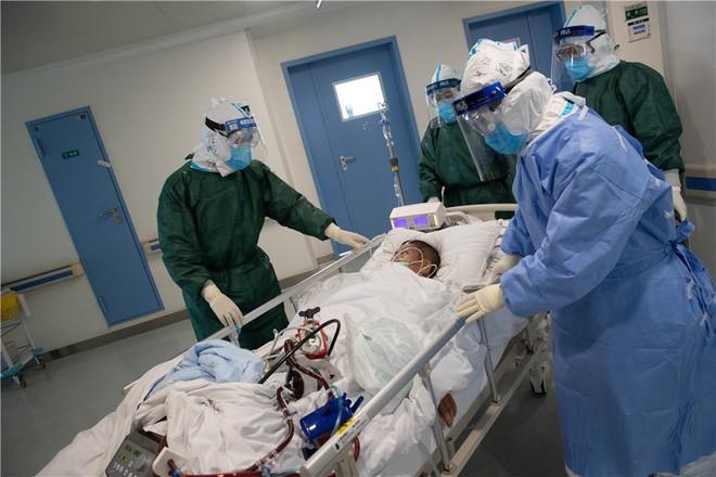 Các nhà khoa học đang chạy đua để có được vaccine và thuốc điều trị Covid-19 ảnh 4