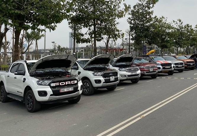 Những chủ xe Ford gặp hiện tượng rò rỉ dầu ở động cơ tăng áp 2.0 đã tập hợp danh sách khoảng hơn 450 trường hợp và gửi kiến nghị lên Ford. Hãng xác nhận đã nhận các phản ánh từ người dùng và cho biết đang phối hợp với khách hàng để giải quyết. Đại diện Ford Việt Nam chưa đưa ra nguyên nhân cụ thể nhưng cho biết: