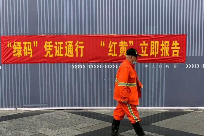 Người Trung Quốc căng thẳng vì mã vạch kiểm soát Covid-19 ảnh 5