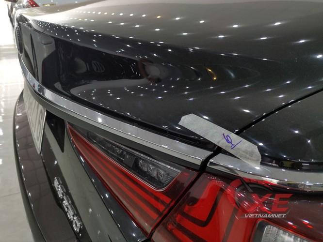 Chiếc Lexus ES250 được dán niêm phong chuẩn bị chuyển cho khách đặt xe qua điện thoại