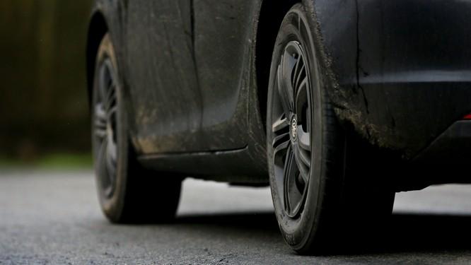 Lốp xe là một trong những thủ phạm gây ô nhiễm môi trường. Nguồn: Yahoo News UK.