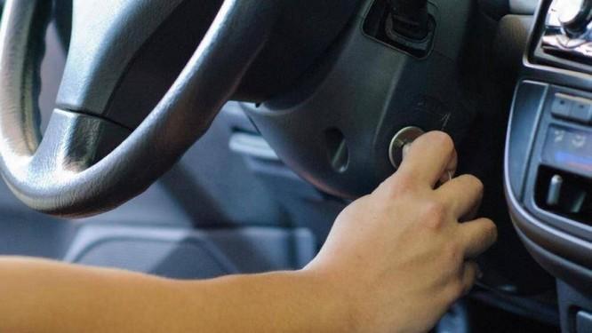Cần tắt máy trước khi bơm nhiên liệu để đảm bảo an toàn