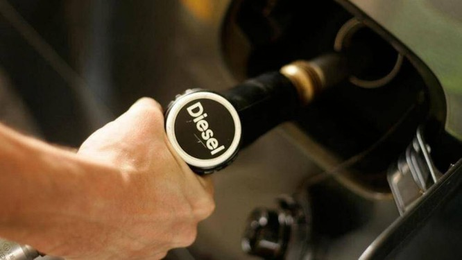 Tránh việc bơm nhầm xăng, dầu vì như thế sẽ gây hại cho động cơ xe