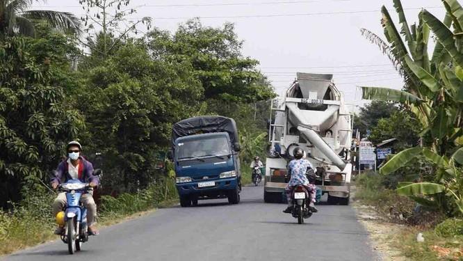 Những cung đường ở nông thôn, khi gặp xe ngược chiều luôn là bài toán khó đối với lái mới