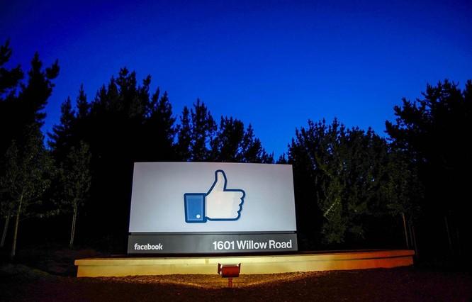 Biểu tượng nút like ở trụ sở Facebook, Menlo Park, California, Mỹ. (Nguồn: Getty Images)