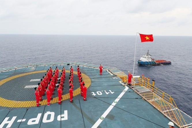 Hoạt động khai thác dầu khí của Việt Nam trong tình trạng giá dầu xuống thấp như hiện nay cho thấy thiệt hại về kinh tế là rõ ràng. (Nguồn: PVN)