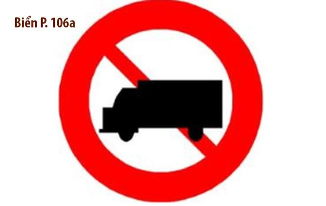 """Từ 1/7, khi gặp biển cấm ô tô tải (Biển P.106a), xe tải dưới 1,5 tấn, xe pickup và xe VAN chở hàng trên 950kg đều phải """"quay đầu""""."""