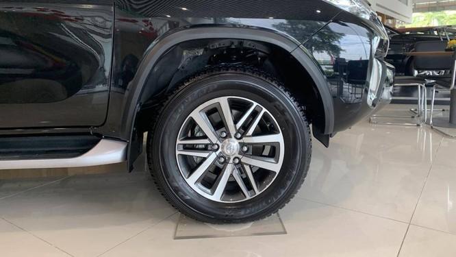 Khi chạy xe, vành bị va với lề đường hoặc bị các vật cứng va phải có thể không gây hư hỏng nhưng nếu chú ý có thể sau đó xe chạy bị rung